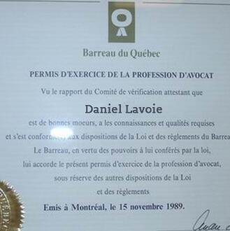 1995年澳星成功获得第一张注册移民律师证书