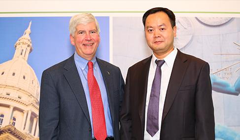 澳星副总裁George与美国密西根州州长