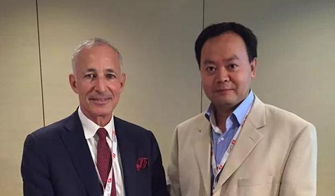 美国移民律师协会EB5委员会主席Ronald Klasko与澳星副总裁George